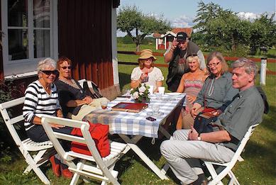En fikapaus under en utflykt Foto: Soili Ljungberg