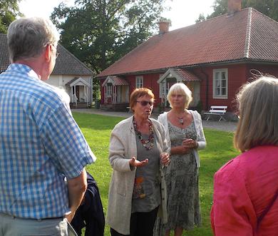 Lisbet Gemzell välkomnar oss till Medevi. Foto:BP