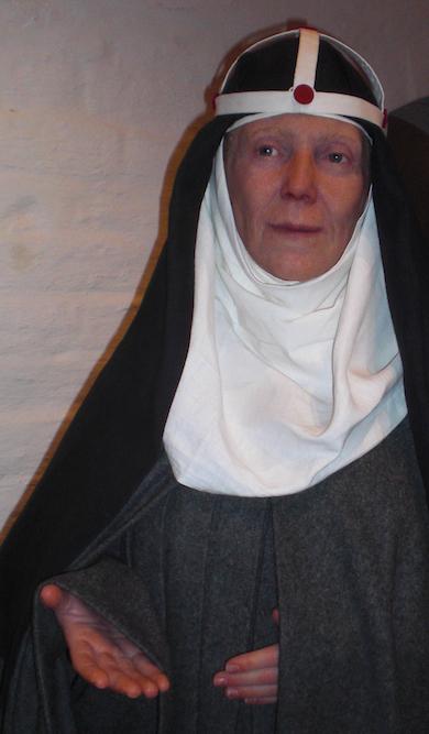 Heliga Birgittas dotter Katarina välkomnar i Vadstena klostermuseum.