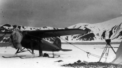 Deception Island, rastplats 1928-1929 för spaningsflygningar över den Antarktiska halvön