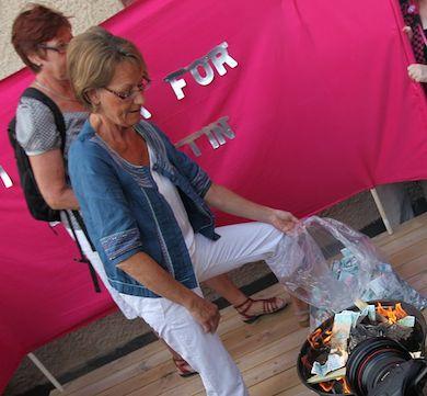 Gudrun Schyman eldar upp 100 000 kr av donationsmedel till FI