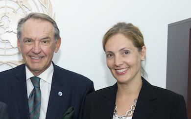 FN:s vice generalsekreterare Jan Eliasson tar emot FN-förbundets ordförande generalsekreterare Linda Nordin (sept 2012)