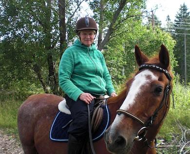Elin Warner på sin häst Guide