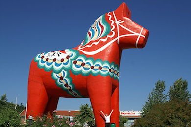 En tretton meter hög dalahäst i Avesta