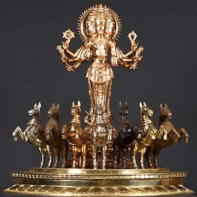 Den indiska solguden Surya dragen i vagn med sju hästar
