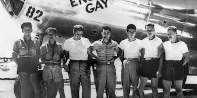 Besättningen vid B-29:an som släppte den första atombomben