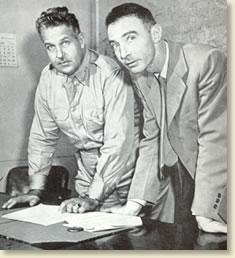 General Leslie R. Groves (tv) och Dr. J. Robert Oppenhiemer