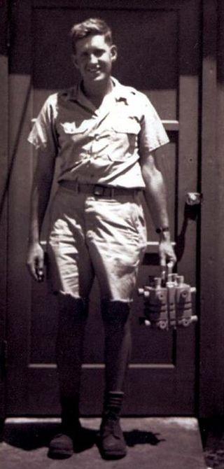 Harold Agnew bär Nagasakibomben 1945