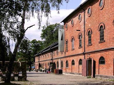 Svavelsyrefabriken byggd 1891, idag utställningslokal och restaurang (Wikimedia Commons)
