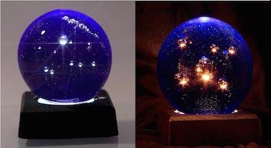 """""""Universe Globe"""" av konstnär Staffan Lessner, Sweden Crystal Design. Kristall-lampa som utdelas i samband med Diplomet den 5 december"""