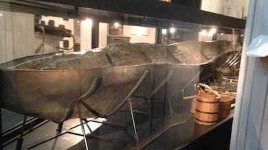 Samisksydd båt från 800-talet i Västmanlands läns museum. (Med tillstånd från) Foto: Jörgen Heikki