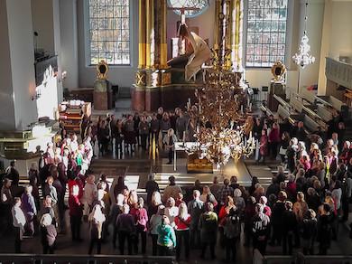 """""""Glädjekören"""" toning i Katarina kyrka under Marie Bergmans ledning. Foto Lasse Englund"""