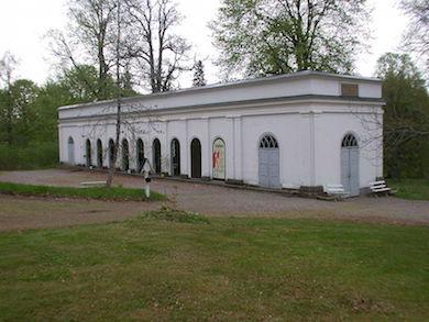 Medevi brunnspaviljong med Högbrunnen i högra delen av byggnaden
