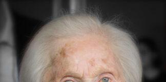 """Författarinnan Hedi Fried. Foto: Frankie Fouganthin Hédi Fried på Kulturhuset Stadsteatern i Stockholm på seminariet """"Vägen till Förintelsen"""" med anledning av 70-årsdagen av Fredsdagen i Europa Wikipedia"""