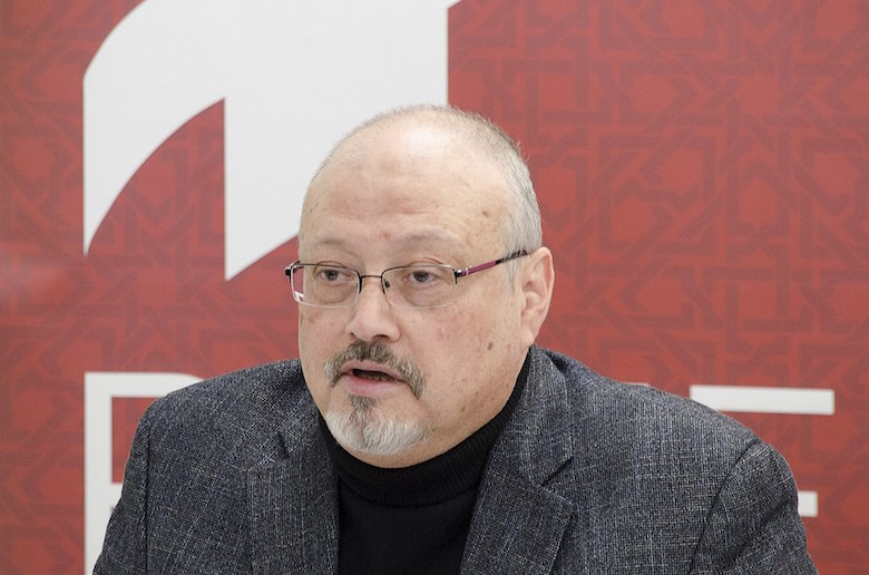 Den amerikanska journalisten Jamal Khashoggi sägs ha dött inom två timmar efter att han kom in i det saudiska konsulatet i Istanbul Wikipedia Wikipedia https://commons.wikimedia.org/wiki/File:Jamal_Khashoggi_in_March_2018_(cropped).jpg