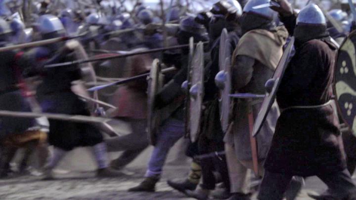 Enligt Bo Gräslund kan man utläsa många historiska fakta om Skandinavien på 500-talet ur Beowulfdikten. Han tror att huvudpersonen kom från Gotland och att de krig som beskrivs gäller öns stridigheter med det framväxande Sveariket. Pressbild: SVT-VETENSKAPENSVARLD-2019-E09-5372