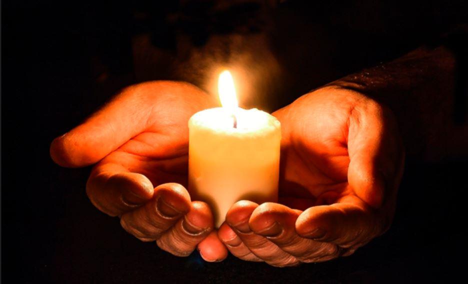 ljus i händer